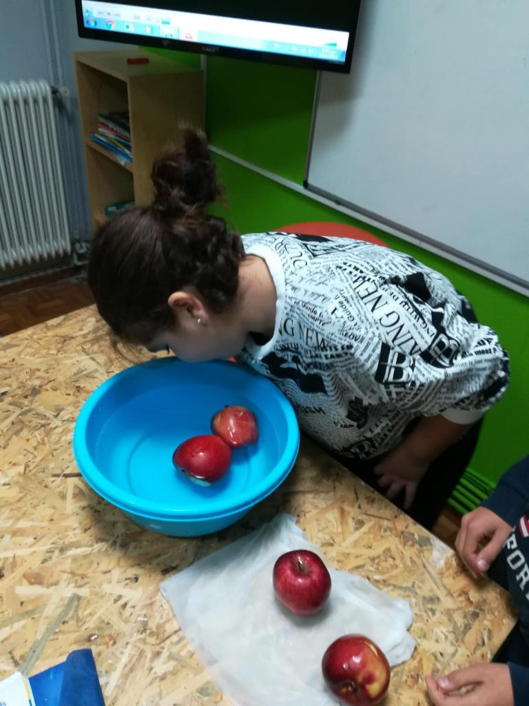 Apple Bobbing at Baвεл Kids